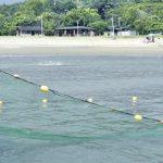 空撮、防護ネットで対策 サメ騒動のあった高知県黒潮町入野・浮津の海水浴場再開